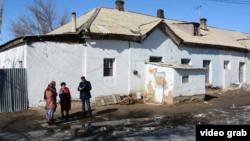 Оралмандар уақытша тұрып жатқан үй. Қызылорда, Тасбөгет, 2017 жылдың ақпаны.