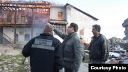 Градоначалникот на општина Прилеп Марјан Ристевски во посета на Манастирскиот комплекс Трескавец кој беше зафатен од пожар.
