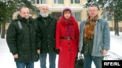 Раман Юргель, Валеры Шчукін Зінаіда Цімошык і Мікола Уласевіч пасьля судовага працэсу ў Горадні.