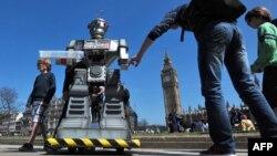 """Адамдын жардамысыз эле """"душманды"""" жок кылчу роботтор. Лондон, 2013"""