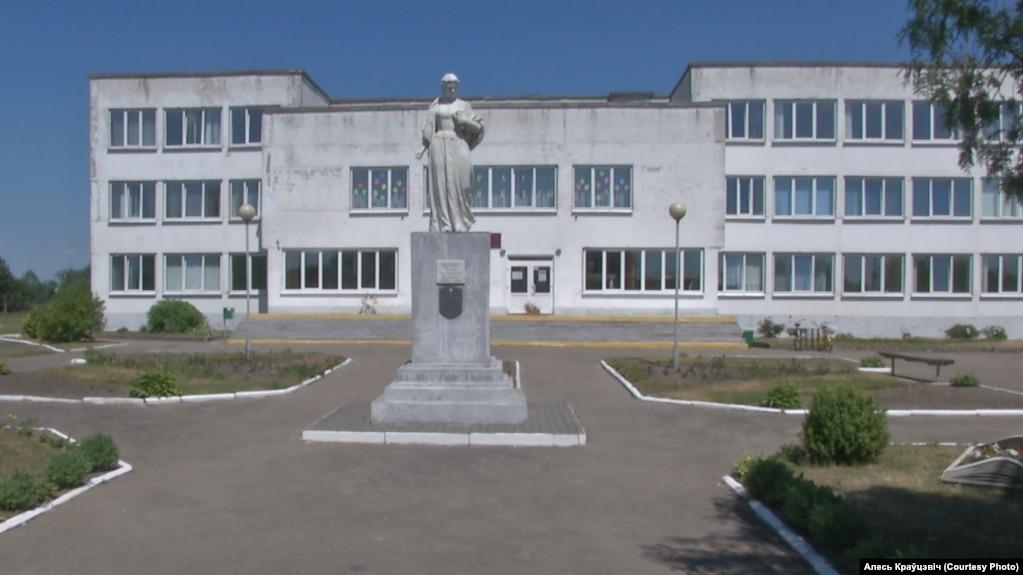 Школа ў Астрыне