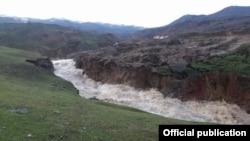 Участок реки Кара-Ункур, где сошел оползень.