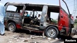 Рештки автобуса, в якому загинули діти, 25 травня 2013 року