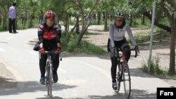 Iranda velosipedçi qadınlar, 2011
