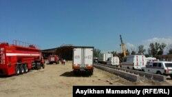 Обрушившийся фрагмент строящейся дорожной развязки. Алматы, 24 апреля 2015 года.