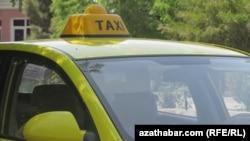 Aşgabadyň ýollarynda gatnaýan taksi