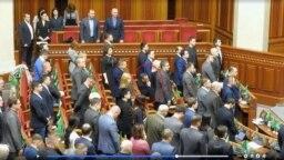 Народний депутат Максим Бужанський (фракція «Слуга народу») – єдиний, хто не вшанував стоячи пам'ять загиблих учасників Революції гідності хвилиною мовчання у Верховній Раді 19 лютого 2020 року