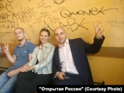 Андрей Яроцкий, Мария Зинченко и Андрей Пивоваров в полицейском участке
