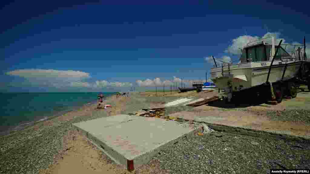 Береговую линию в Новофедоровке осваивают также владельцы плавсредств