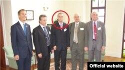 Павло Лапшин (в центрі), фото з офіційного сайту НМетАУ