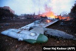 Обломки российского Су-25, сбитого повстанцами под Идлибом 3 февраля 2018 года
