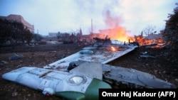 Обломки российского Су-25 в районе села Масеран, провинция Идлиб