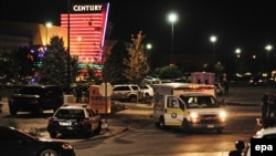 مرکز خرید سنچری که در سالن شماره ۹ سینمای آن حادثه تیراندازی روی داده است