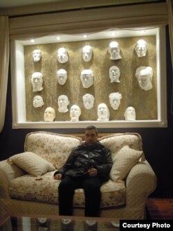 Коллекция масок Павла Глобы (фото: Иван Толстой)