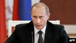 ولادیمیر پوتین، رییس جمهور روسیه از مخالفان جدی طرح سپر دفاع موشکی آمریکا در اروپا است