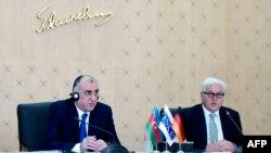 Совместная пресс-конференция действующего председателя ОБСЕ, министра иностранных дел Германии Франка-Вальтера Штайнмайера (справа) и министра иностранных дел Азербайджана Эльмара Мамедъярова, Баку, 30 июня 2016 г.