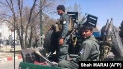 Жарылыс болған аймақта жүрген полиция. Кабул. 21 наурыз 2018 жыл.