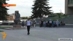 Գյումրեցիները պահանջում են Երևանում ստեղծված իրավիճակը խաղաղ ճանապարհով կարգավորել