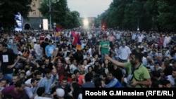 Акция протеста в Ереване против повышения тарифов на электроэнергию, 24 июня 2015 г.