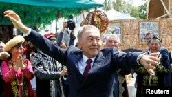 Бывший президент Казахстана Нурсултан Назарбаев во время празднования Дня единства народа. Алматы, 1 мая 2016 года.