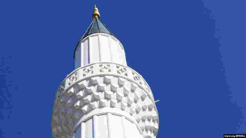 Строительство велось на средства Министерства по делам религии Турции и частных инвесторов. От старого сооружения здесь частично сохранился только фундамент. Мечеть открыли накануне мусульманского праздника Курбан-Байрам в сентябре 2016 года. Минарет возводили во время реконструкции. Его высота – около 20 метров