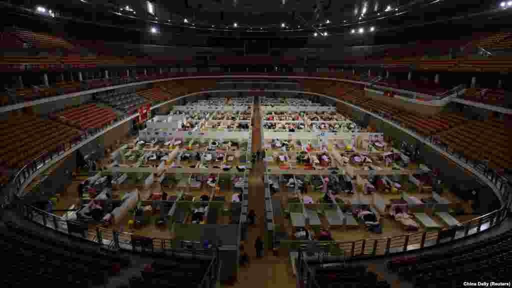 Autoritățile din Wuhan au convertit în spital și un întreg stadion de sport pentru a trata pacienții din epicentrul pandemiei de coronavirus.
