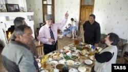 В Абхазии, к счастью, религиозного противостояния нет и не будет. Наверное, потому, в частности, что у абхазов и православные, и мусульмане умудряются совмещать это со следованиям обрядам традиционной абхазской религии