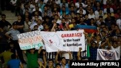 """""""Qarabağ"""" azarkeşləri (arxiv fotosu)"""