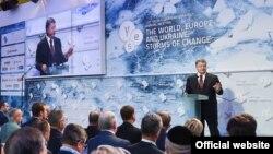 Президент Украины Петр Порошенко выступает на форуме в Киеве. 16 сентября 2016 года.