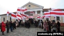 Мітынг Кансэрватыўна-хрысьціянскай партыі БНФ у Слуцку ў лістападзе 2011 году