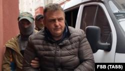 """Владислав Есипенко """"Украина фойдасига жосуслик қилганликда"""" айбланиб 10 март куни қўлга олинган."""