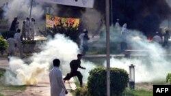Pamje nga protesta në Peshavar të Pakistanit pas intervenimit të policisë