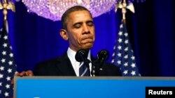 Президент Обама призывает волонтеров помочь донести информацию о новом законе до американцев