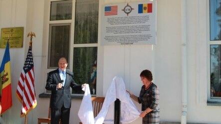 William Moser și Tatiana Damascan, directoarea  centrului de recuperare pentru copii de la Ceadîr Lunga.