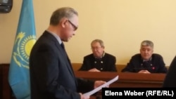 Сергей Ким, адвокат осуждённого по обвинению в «лжетерроризме» карагандинского учителя Юрия Пака. Караганда, 15 марта 2017 года.