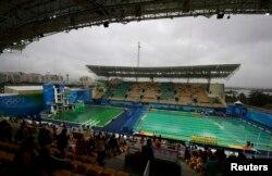 Олимпиада жарыстары өтіп жатқан бассейндегі судың түсі жасыл болып өзгеріп кетті. Рио, 10 тамыз 2016 жыл.