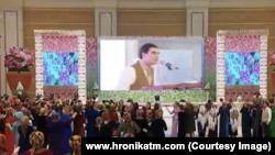 Кадры из программы государственного телевидения Туркменистана