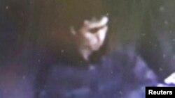 Кадр із камери спостереження з підозрюваним нападником, який поширила поліція Туреччини