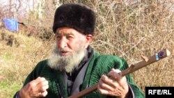 Гуруғлисаро ва шоир Қурбоналӣ Раҷаб