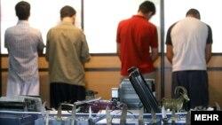 چهار بازداشتی حامل سلاحهای سرد/ تیرماه ۸۶-کرج