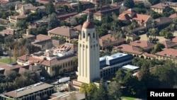 Башня Гувера и вид на Стэнфордский университет.