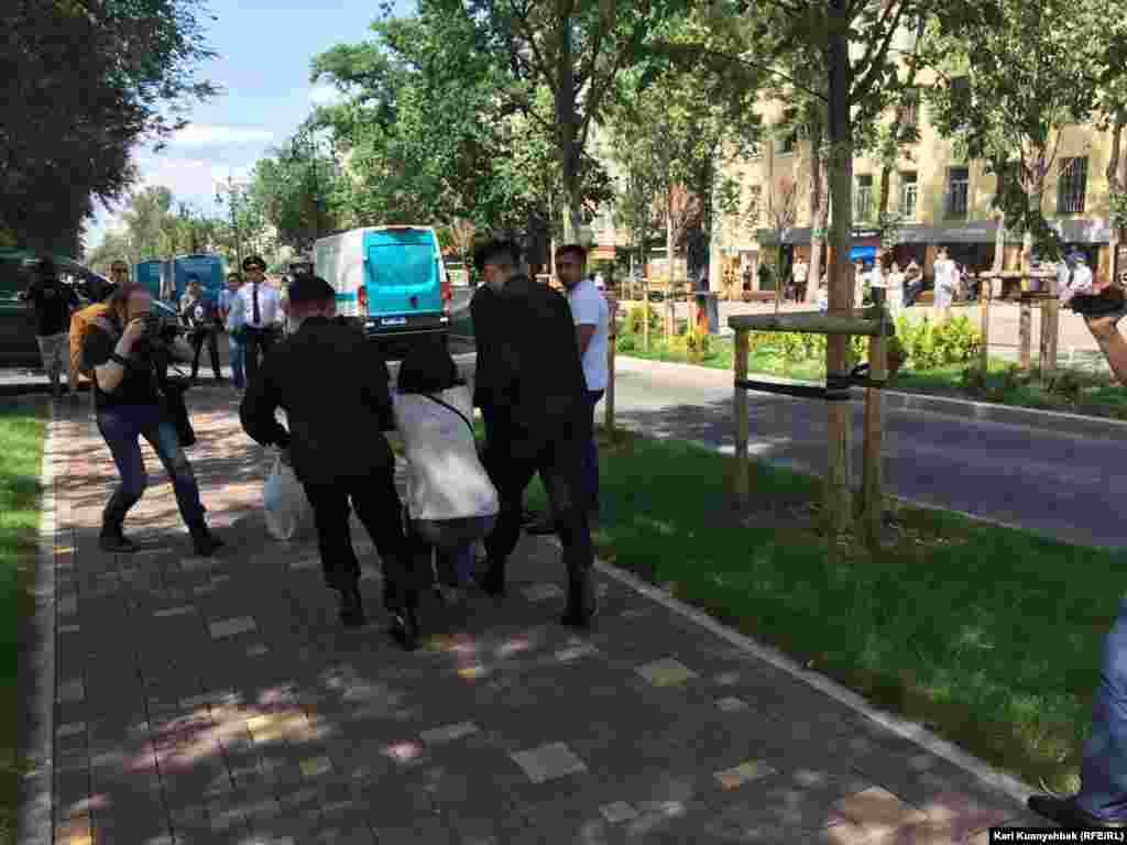 Прокуратура Казахстана 13 июня распространилапредупреждение о том, что за участие в несанкционированных акциях предусмотрена административная ответственность.