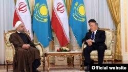 Президент Казахстана Нурсултан Назарбаев (справа) и президент Ирана Хасан Роухани на встрече в Астане. 22 декабря 2016 года.