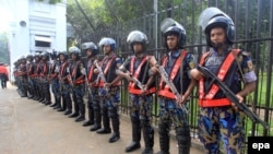 Bangladeshi police guards outside the war crimes tribunal as it heard a case against Jamaat-e-Islami leader Mir Quasem Ali in Dhaka (file photo).
