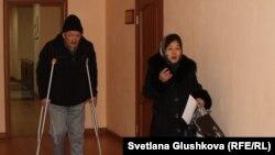 Элдияр Окомбаев и его жена Жаныл Нурузбаева в здании суда. Астана, 1 марта 2016 года.