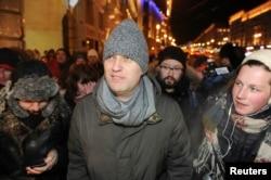 Алексей Навальный на подходе к Манежной площади, 30 декабря 2014
