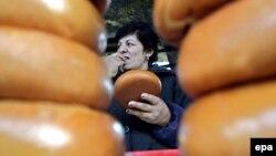 По данным Ассоциации производителей сыра, в Грузии около 55% заводского производства уже вполне соответствует нормам ЕС. Однако в погоне за евростандартами не нужно забывать о вкусах собственных потребителей