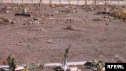 قبرستان خاوران؛ جایی که محل دفن زندان سیاسی کشته شده در زندانهای جمهوری اسلامی در سال ۶۷ است