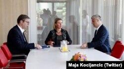 Fotografi nga një raund bisedimesh në Bruksel ndërmjet Kosovës dhe Serbisë.