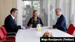 Pamje nga takimi i fundit ndërmjet presidentit të Kosovës, Hashim Thaçi dhe atij të Serbisë, Aleksandar Vuçiq me shefen e BE-së, Federica Mogherini.
